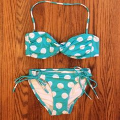 Victoria's Secret Aqua Blue Polka Dot Bikini, XS In excellent condition (only worn once or twice and washed): Victoria's Secret Blue Polka Dot Bikini. Top is size small with an adjustable and removable halter strap and adjustable back strap. There are also openings inside the top for pads to be inserted. I will include those. Can be work strapless. Bottom is a size XS with adjustable side ties. No rips, stains, or tears. Very, very minor discoloration on inside of liner but it is…