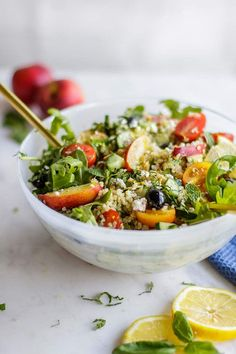 Summer Greek Quinoa Salad / This healthy gluten free salad is packed with summer flavors - mint, nectarines, and a sprinkling of feta cheese. The best quinoa arugula salad! | SUNKISSEDKITCHEN.COM | #sunkissedkitchen #quinoa #salad #summer #greek #arugula #cleaneating