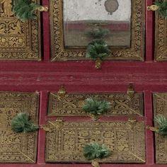 Cojín-costurero? Cojín-joyero?  Langwerpig kussen bestaande uit twee gelijke helften, bekleed met groen fluweel en op de hoeken voorzien van grote, met groene zijde omwonden eikels, slot van messing middenvoor, binnenwerk van hout met deksels bekleed met bedrukt leer, Anonymous, , c. 1580 - c. 1620 - My first collection-Collected Works of Edward Saunders - All Rijksstudio's - Rijksstudio - Rijksmuseum