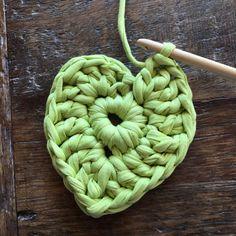 IMG-20160601-WA0012 Yarn Bombing, Free Crochet, Diy And Crafts, Cotton, Tutorial Crochet, Crocheting, Spa, Key Hangers, Strands