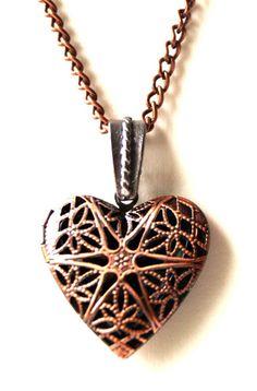 Ketten kurz - Medaillon Herz bronze - ein Designerstück von Modeschmuckstuebchen-Andrea bei DaWanda