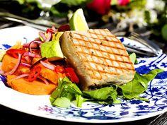 Grillad tonfisk med asiatisk potatissallad | Recept från Köket.se
