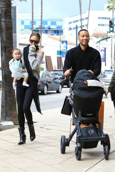 Chrissy Teigen Photos Photos - John Legend and Chrissy Teigen are seen out shopping with their daughter Luna Simone Stephens on December 23, 2016. - John Legend and Chrissy Teigen Do Some Last Minute Christmas Shopping
