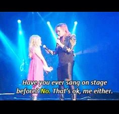 Demi brings a little girl on stage SO CUTE