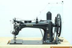 ****Industrial Singer 7-33 Sewing machine - HUGE / FULLY RESTORED****