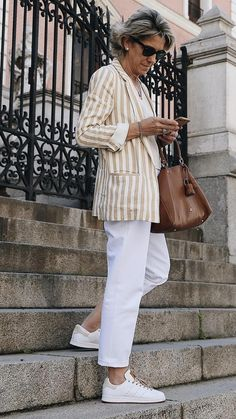 Best Outfits For Women Over 50 - Fashion Trends 60 Fashion, Mature Fashion, Older Women Fashion, Plus Size Fashion For Women, Fashion Over 40, Fashion Outfits, Fashion Trends, Fashion Weeks, London Fashion