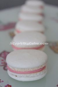 A really descriptive tutorial to make Macarons Easy Macaroons Recipe, French Macaroon Recipes, French Macaroons, Macaron Recipe, Macarons, Cookie Recipes, Dessert Recipes, Coconut Milk Recipes, Ice Cake