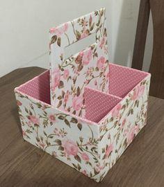 Cardboard Recycling, Cardboard Box Crafts, Newspaper Crafts, Diy Storage Projects, Diy Craft Projects, Diy Home Crafts, Diy Arts And Crafts, Diy Magazine Holder, Carton Diy
