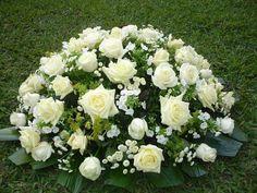 devant d'autel Tropical Flower Arrangements, Funeral Flower Arrangements, Funeral Flowers, Tropical Flowers, Deco Floral, Arte Floral, Casket Flowers, Funeral Sprays, Funeral Tributes