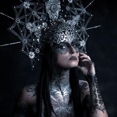 Model: Monika Marciniak Photography: Ian Carre-Burritt Body paint: Michael Rosner Headdress: Miss G Designs HMUA: Yuma Bastet #headdress #headpiece #crown #missgdesigns #bodypaint