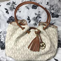 Michael Kors Vanilla hobo ring purse Michael Kors Vanilla hobo ring purse NWOT trade value higher Michael Kors Bags Hobos