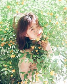 "Instagram의 🅐🅛🅘🅒🅔 🅕🅘🅛🅜님: "". • Lemony ,2017 • . Dress designer : @lolliko_lo . . • Reserve fantastic photoshoot in June, July📸 . #alice_film #앨리스필름 #꽃사진 #감성사진 #seoul…"""