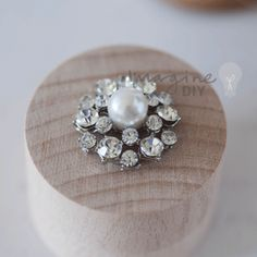 Small round crystal and pearl embellishment for DIY wedding stationery, invitation and paper crafts. Pretty decoration for making your own wedding invitations