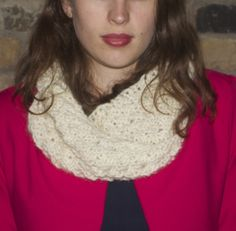 Cosy twisted snood / cowl