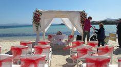 Prepariamo il gazebo per la cerimonia in spiaggia