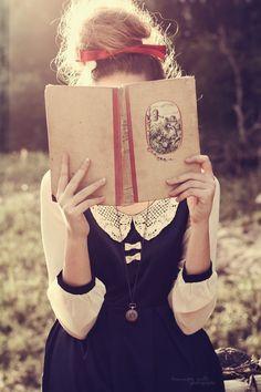 Bookish & Bows (via Vanda Vintage (vandavintage) on Pinterest)