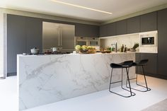 Dekton Entzo makes a statement in this contemporary kitchen designed by João Armentano Arquitetura for Casacor São Paulo Kitchen Interior, Kitchen Worktop, Kitchen Cabinetry, Countertops, Statement Kitchen, Contemporary Kitchen Design, Contemporary Kitchen, Home Kitchens, Kitchen Design