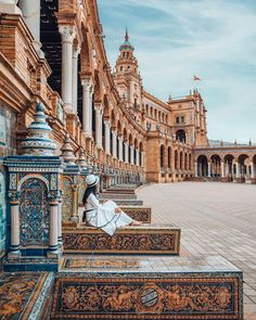 Planning a trip to Seville and want to know what to see, where to eat, and the best places to stay? Check out this 3 days in Seville itinerary & city guide! Cool Places To Visit, Places To Travel, Alcazar Seville, Spain Travel Guide, Seville Spain, Barcelona Spain, Voyage Europe, Travel Inspiration, Travel Ideas