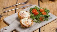 Recette avec instructions en vidéo: Venez twister votre oeuf cocotte avec un nid de pomme de terre. En un mot : délicieux ! Ingrédients: 6 pommes de terre, 50g de beurre fondu, 2 gros blancs d'œufs, 150g de cheddar râpé, 12 œufs, 100g de lardons fumés cuits, Sel, Poivre Brunch Recipes, Instructions, Cooking Recipes, Eggs, Breakfast, Cooking, Thai Cashew Chicken, Dutch Oven, Egg