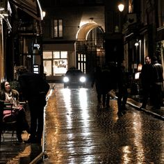 This is how I remember Paris in cool Autumn nights: the reflection of lights on the wet cobblestones and the dark buildings around it.