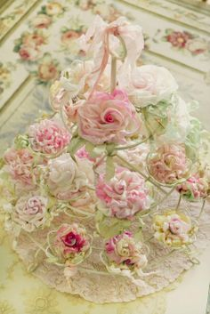 Roses (made of silk, chiffon etc.) Absolutely beautiful !!! What a gorgeous centrepiece.