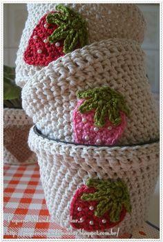 Crochet flower pots