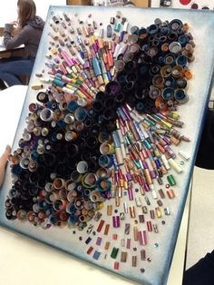 Art at Becker Middle School: Collaboration artwork: 94 graders, a three yr. Hare - this is pretty! Collaborative Art Projects, School Art Projects, Diy Projects, Project Ideas, High School Art, Middle School Art, 8th Grade Art, Recycled Art, Recycled Magazines