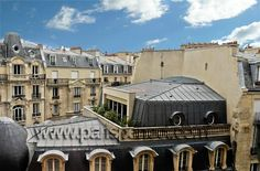 The Pouilly #ParisPerfect apartment overlooks Parisian rooftops and is located on the quiet Rue Sedillot in the 7th arrondissement.