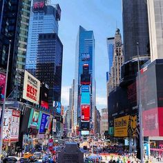 😍😍TIME SQUARE IS CRAZY!! 😄😄. × × × #newyork #newyorkcity #tv_architectural #wakacje #holidays #nyclife #urban #architecture #architektura #skyscraper #vsconyc #citylife #traveldiaries #newyork_instagram #ig_nycity #everyday_shooter #usaprimeshot #exclusive #timesquare #l4l #wakacje2016 #citybestviews #timesquarenyc #streetphotography #streetcollectors