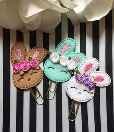 Bunny paper clip, spring paper clip, planner paper clip, f Felt Diy, Felt Crafts, Easter Crafts, Fabric Crafts, Sewing Crafts, Diy And Crafts, Felt Bookmark, Diy Bookmarks, Felt Dolls