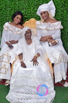 ( 100 Photos ) Le « Nganalé » la plus incroyable que j'ai jamais vu: De la Mère du couturière Leila , Images By Bara Model - Dakarbuzz Leila, Friday Outfit, African Fashion Dresses, Traditional Wedding, Anthropologie, Flower Girl Dresses, Chic, Model, Wedding Dresses
