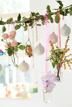 Fröhliche Weihnachtsgirlande - Tollwasblumenmachen.de  #weihnachten #happylife #fröhlicheweihnachten #christmas #blumen #flowers #dekoration #weihnachtsdeko #christmasdeco #diy