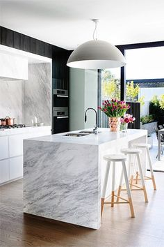 Get the Look: A Modern Marble Kitchen in Melbourne - Modern Kitchen Black Kitchens, Luxury Kitchens, Cool Kitchens, Kitchen Black, Modern Marble Kitchens, Modern Ovens, Contemporary Kitchens, Beautiful Kitchens, Modern Kitchen Design