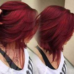 Rojo corto hair hair styles, red hair color ve hair. Hair Color And Cut, Haircut And Color, Deep Red Hair Color, Shades Of Red Hair, Layered Hair, Hair Today, Hair Dos, Gorgeous Hair, Hair Hacks