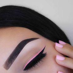 Nos encanta como se ve cuando hacen #Match los #ojos y #uñas #Nails #Eyes #Makeup #Maquillaje
