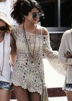 Boho fashion is super chic and stylish. It's easy, laidback, relaxes and oh so girly. Though typically, the Boho look is worn in the summer, there's no reason not to wear it for spring. The look is… Crochet Tunic, Crochet Clothes, Crochet Lace, Learn Crochet, Crochet Tops, Crochet Summer, Crotchet, Summer Fashion Trends, Spring Summer Fashion