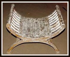 Sedia sgabello in legno di color bianco e oro! Realizzata a mano.Misure cm 56hx75lx35p.Circa.Le Piccole imperfezioni che si possono riscontrare sono a testimonianza di un'oggetto artigianale!vedi anche specchio e consolle abbinabili