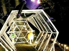 spider web tunnel of pvc pipe kids would love this for halloween Halloween Prop, Outdoor Halloween, Halloween Party Decor, Fall Halloween, Halloween Crafts, Haunted House For Kids, Haunted Trail Ideas, Diy Fest, Youtube Halloween