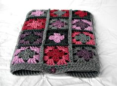 Crocheted Granny Square 13 inch Laptop Sleeve - Grey, Purple and Pink Grannies Crochet, Easy Crochet Blanket, Knitted Afghans, Crochet Tote, Tunisian Crochet, Crochet Crafts, Crochet Stitches, Crochet Projects, Knit Crochet