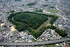 大阪・ 誉田御廟山古墳 Japanese ancient tomb Ancient Tomb, Asian History, Osaka, Architecture Art, City Photo, Shots, Japanese, River, Building