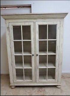 Broyhill Attic Heirlooms Black China Hutch Cabinet Glass ...