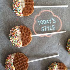waffles on a stick Kids Party Treats, Snacks Für Party, Birthday Treats, Yummy Treats, Sweet Treats, School Treats, Food Trucks, Food Humor, Cooking With Kids