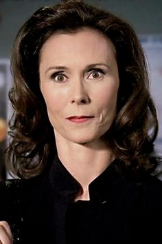 Elizabeth Prentiss - played by  Kate Jackson [ Emily's mom]