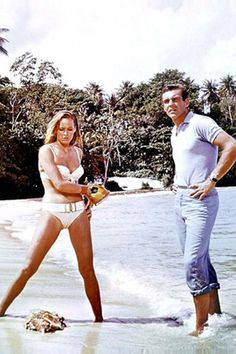 Ursula Andress à Laughing Water: http://www.vogue.fr/mode/inspirations/diaporama/une-plage-une-icone/5665/image/405010#!ursula-andress-a-laughing-water