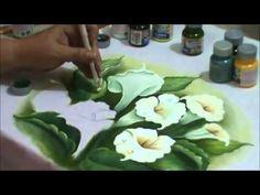 Ensinando a pintar copos de leite com lia ribeiro - YouTube