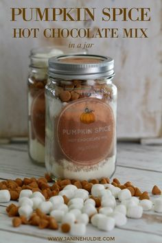 Pumpkin Spice Hot Chocolate Mix in A Jar Fall is back. Therefore, what better time than now to enjoy a yummy Pumpkin Spice Hot Chocolate mix. Learn how to make and store it now. - Use for + make Hot Chocolate Mix Homemade Hot Chocolate, Hot Chocolate Bars, Hot Chocolate Mix, Hot Chocolate Recipes, Hot Chocolate Gifts, Chocolate Crafts, Melted Chocolate, Homemade Food, Chocolate Ganache