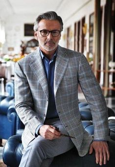 iqfashion: Cesare Attolini - S/S 2013 Is this TR from Ina's life? You know what I'm talking about. Handsome Men Quotes, Handsome Arab Men, Outfits Casual, Mode Outfits, Dapper Gentleman, Gentleman Style, Sharp Dressed Man, Well Dressed Men, Grey Suit Men