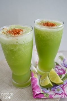Frappe de pepino con limón y chile | http://www.pizcadesabor.com/2014/07/29/frappe-de-pepino-con-limon-y-chile/ Wow! I would have never thought of doing this... But I will definitely try it!