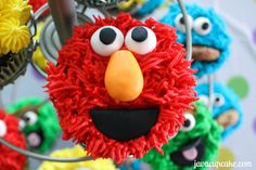 Tutorial for Elmo cupcakes by JavaCupcake.com