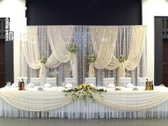 оформление зала: белая свадьба Head Table Backdrop, Wedding Stage Backdrop, Wedding Stage Decorations, Table Decorations, Wedding Arbors, Wedding Mandap, Ballroom Wedding, Red And White Weddings, Peach Weddings
